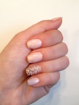 Nails of the day: romantic studded